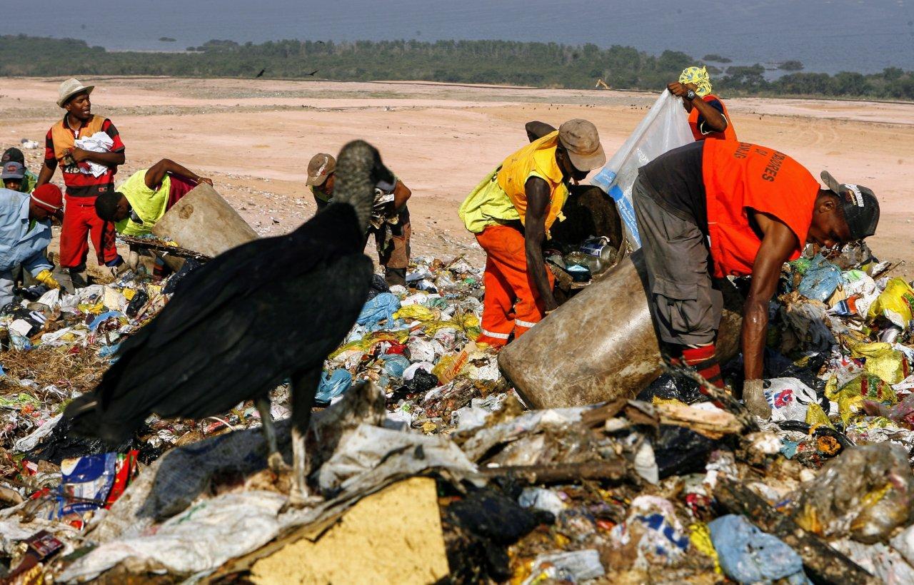 Catadores no aterro de Gramacho - RJ - Foto Thiago Lontra